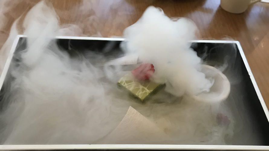 高輪プリンスのラウンジ「光明」の玉手箱から煙が出て草。